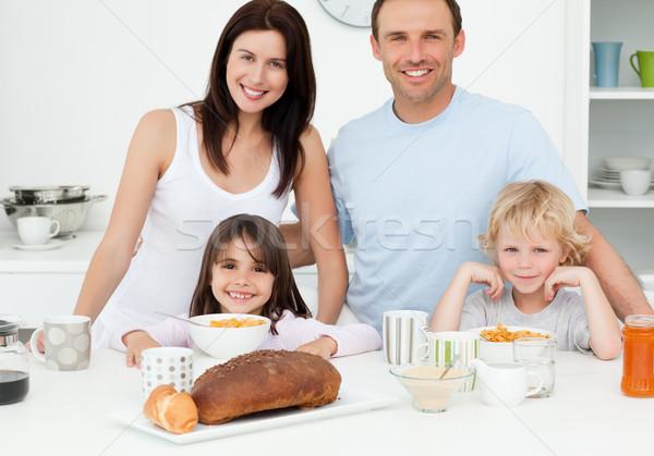 Famiglia colazione insieme cucina home Foto d'archivio © wavebreak_media