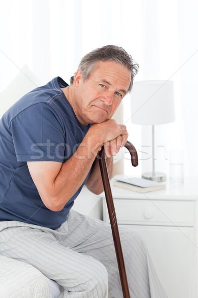 Gepensioneerd man lopen stick bed senior Stockfoto © wavebreak_media