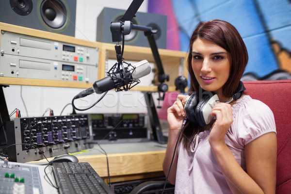 Herrlich Frau posiert Studio Arbeit Mikrofon Stock foto © wavebreak_media