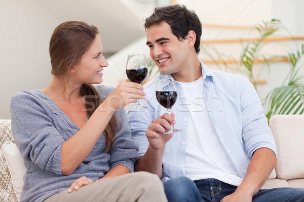 Coppia vetro vino soggiorno amore felice Foto d'archivio © wavebreak_media