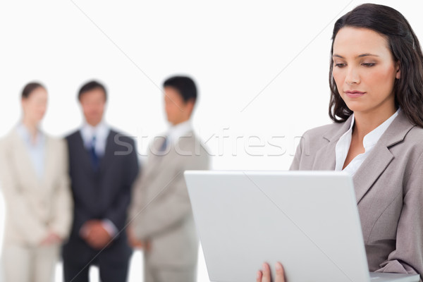 Verkoopster laptop collega's achter witte business Stockfoto © wavebreak_media