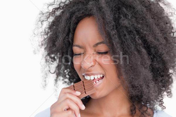 Mulher jovem olhos alimentação chocolate branco Foto stock © wavebreak_media