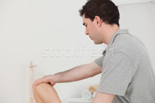 Ciddi chiropractor diz hasta oda Stok fotoğraf © wavebreak_media