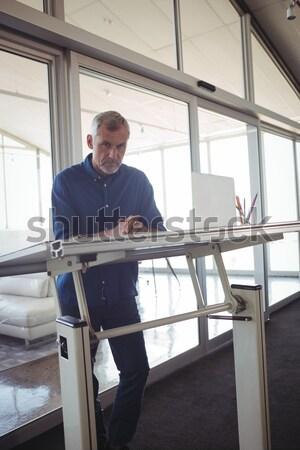 Сток-фото: техник · серверы · полу · ноутбука · Ethernet · кабеля