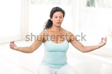 Jeune femme séance Lotus poste blanche femme Photo stock © wavebreak_media