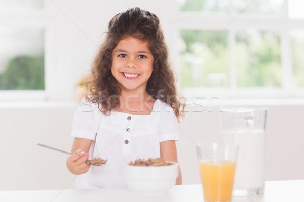 девочку еды зерновых ложку дома ребенка Сток-фото © wavebreak_media