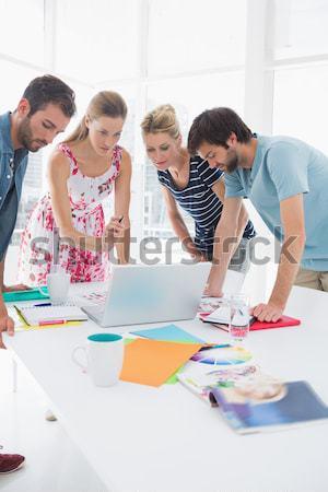 Szőlőszüret fényképek megbeszélés nagy asztal iroda Stock fotó © wavebreak_media
