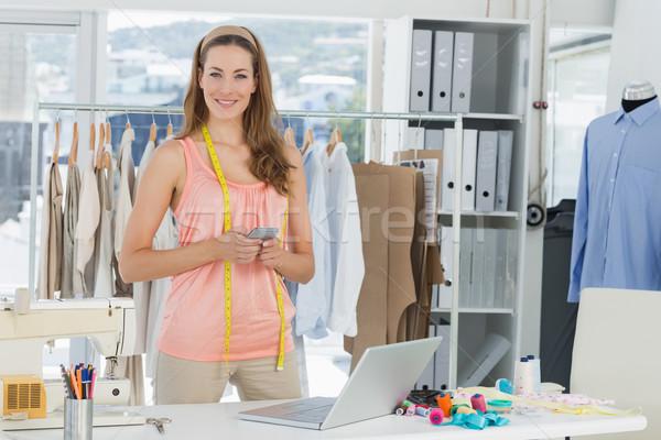 ストックフォト: 女性 · ファッション · デザイナー · ノートパソコン · 携帯電話 · 肖像