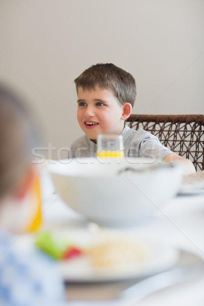 Fiú másfelé néz reggeli asztal aranyos ház Stock fotó © wavebreak_media