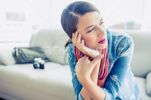 Csinos barna hajú ül kanapé másfelé néz otthon Stock fotó © wavebreak_media