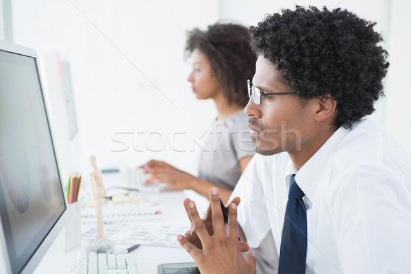 Fiatal designer néz számítógép asztal kreatív Stock fotó © wavebreak_media