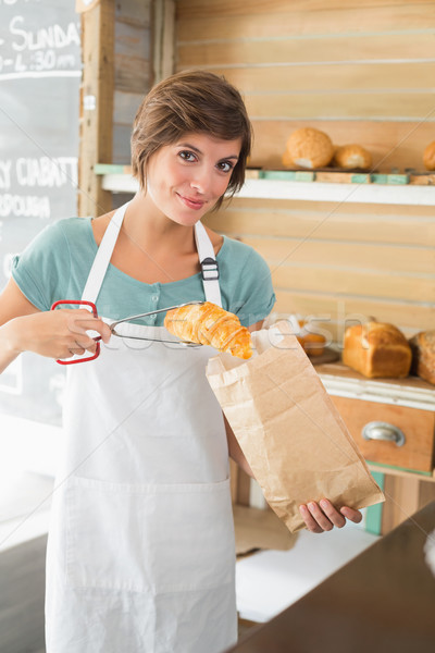 かなり ウエートレス クロワッサン 紙袋 コーヒーショップ ビジネス ストックフォト © wavebreak_media