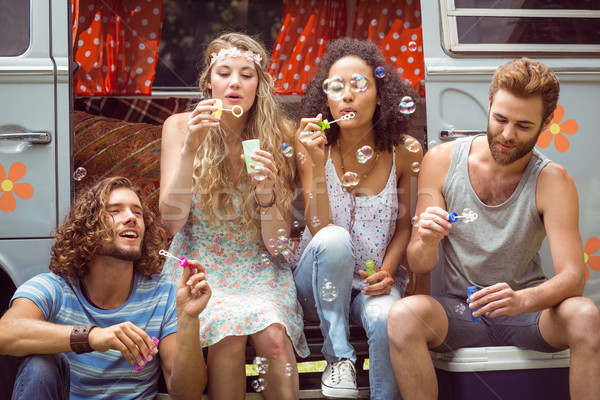 Hipsters kampeerder van auto man Stockfoto © wavebreak_media