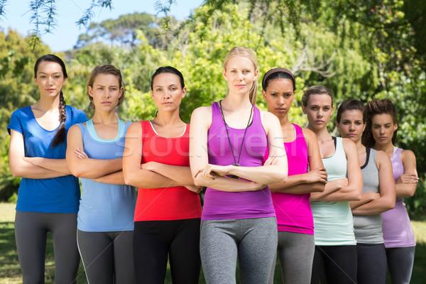 Fitness grupo mirando cámara retrato Foto stock © wavebreak_media