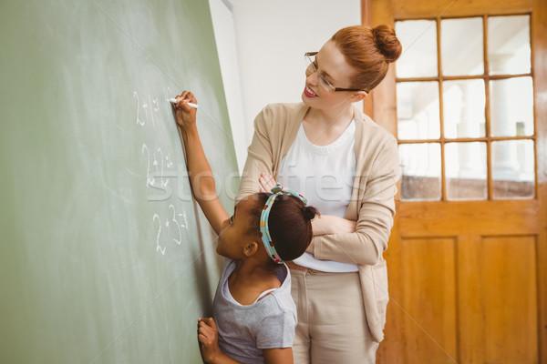 Tanár néz lány ír iskolatábla osztályterem Stock fotó © wavebreak_media