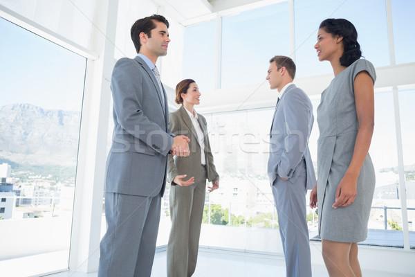 équipe commerciale conversation bureau affaires heureux gens d'affaires Photo stock © wavebreak_media
