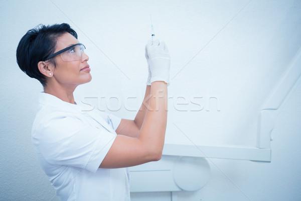 Femenino dentista mascarilla quirúrgica inyección vista lateral Foto stock © wavebreak_media