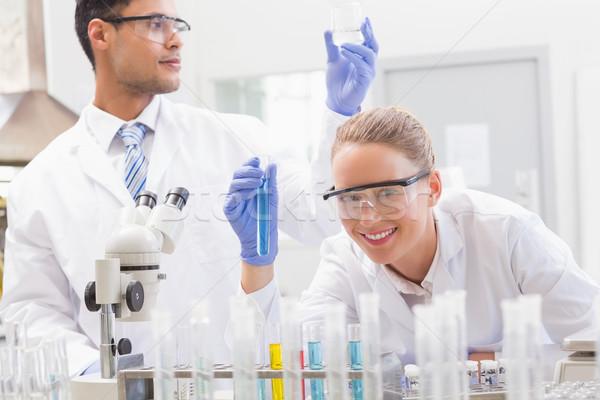 Mosolyog tudósok megvizsgál kémcső főzőpohár laboratórium Stock fotó © wavebreak_media