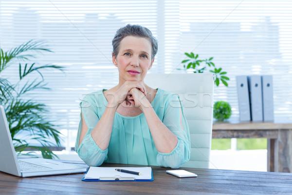 внимательный деловая женщина глядя камеры портрет компьютер Сток-фото © wavebreak_media
