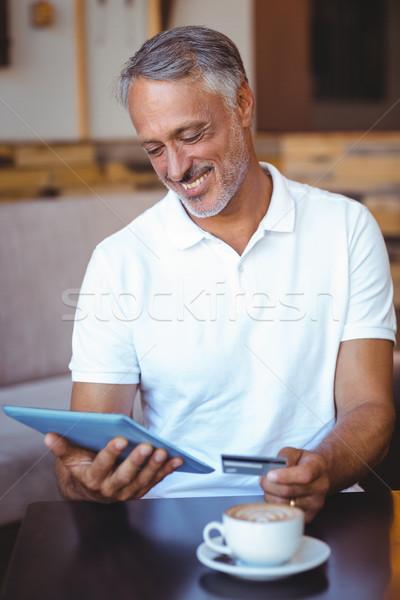 Klienta tabletka karty kredytowej Kafejka zakupy Zdjęcia stock © wavebreak_media