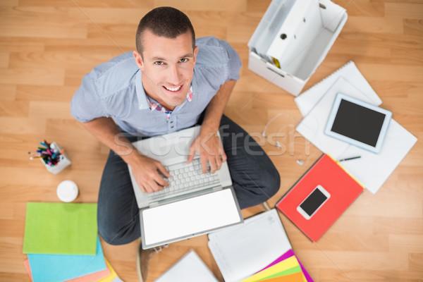 Jovem criador empresário trabalhando laptop retrato Foto stock © wavebreak_media