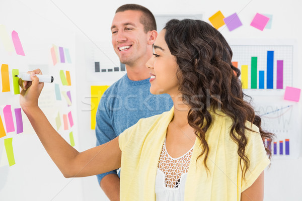 Souriant écrit sticky notes bureau affaires Photo stock © wavebreak_media