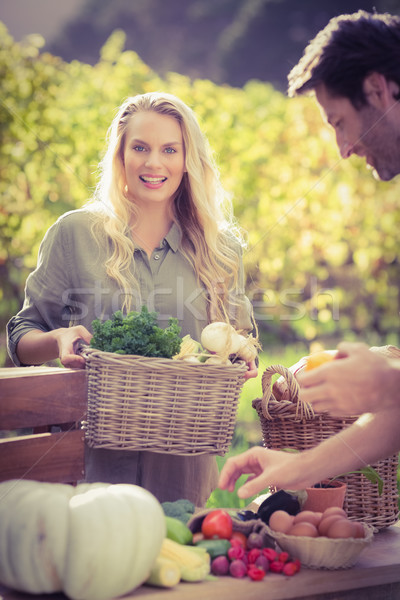 Souriant client achat légumes portrait Photo stock © wavebreak_media