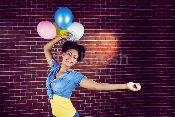 Jonge vrouw dansen ballonnen muur partij gelukkig Stockfoto © wavebreak_media