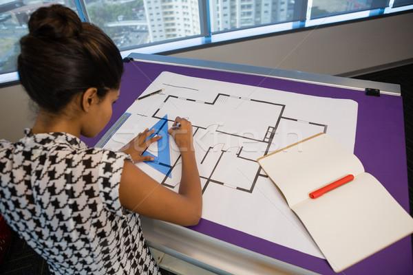 Vrouwelijke architect werken blauwdruk kantoor business Stockfoto © wavebreak_media