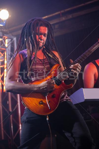 Guitariste jouer guitare stade discothèque musique Photo stock © wavebreak_media