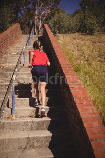 Nina ejecutando arriba arranque Foto stock © wavebreak_media