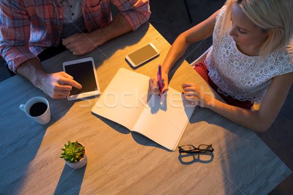 Női igazgató ír napló megbeszélés férfi Stock fotó © wavebreak_media