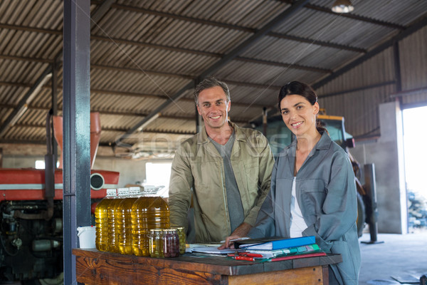 Retrato sonriendo trabajador junto de oliva fábrica Foto stock © wavebreak_media