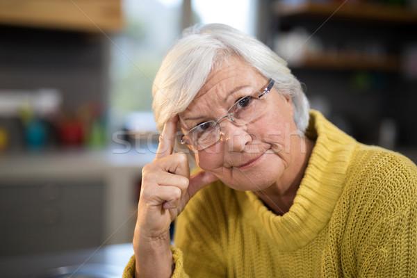 Preocupado senior mulher cozinha casa Foto stock © wavebreak_media