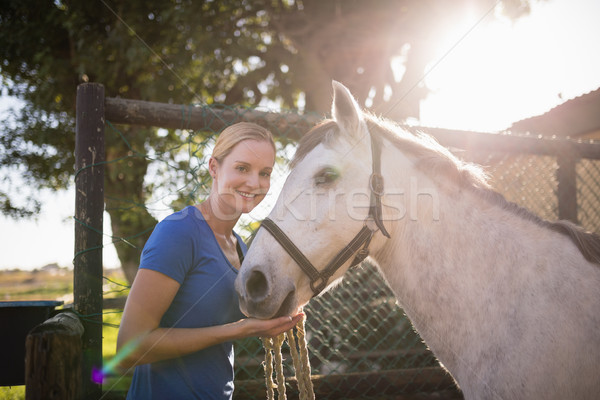 улыбаясь Постоянный лошади сарай портрет Сток-фото © wavebreak_media