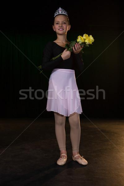 Felice ballerina posa fase teatro Foto d'archivio © wavebreak_media