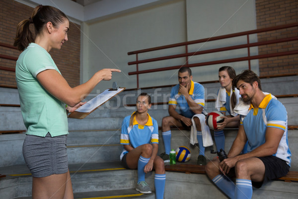 監督 ポインティング バレーボール プレーヤー 女性 座って ストックフォト © wavebreak_media
