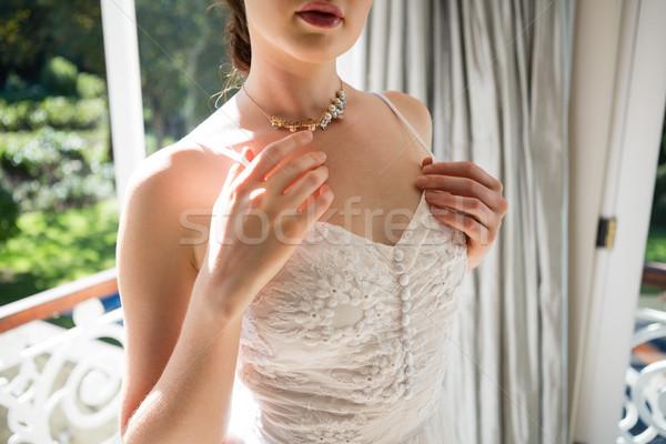 Oblubienicy suknia ślubna stałego okno domu kobieta Zdjęcia stock © wavebreak_media