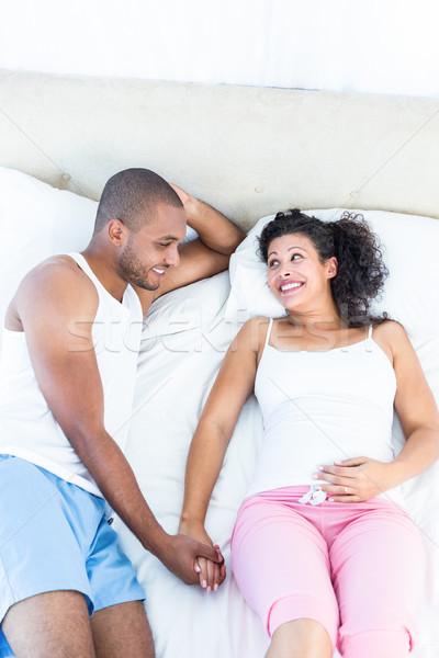Alegre mujer embarazada cama marido vista Foto stock © wavebreak_media