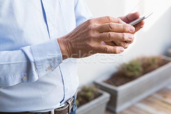 Mann Smartphone home Garten Hände Stock foto © wavebreak_media