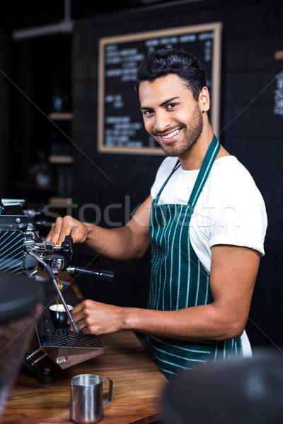 Sorridere cameriere Cup caffè coffee shop Foto d'archivio © wavebreak_media