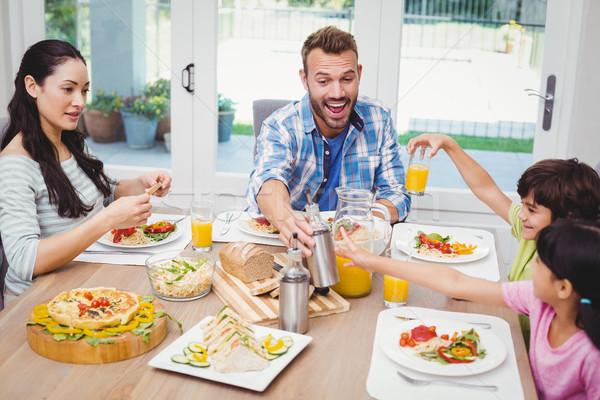 улыбаясь семьи сидят обеденный стол продовольствие домой Сток-фото © wavebreak_media