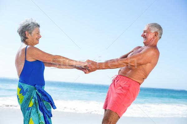 Foto stock: Bonitinho · maduro · casal · de · mãos · dadas · praia