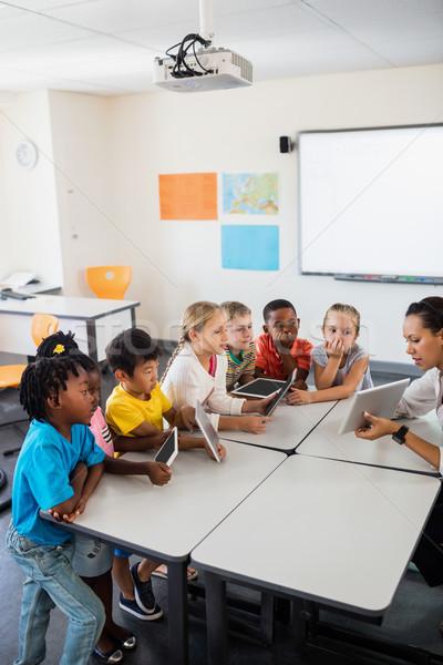 Сток-фото: прослушивании · учитель · женщину · девушки