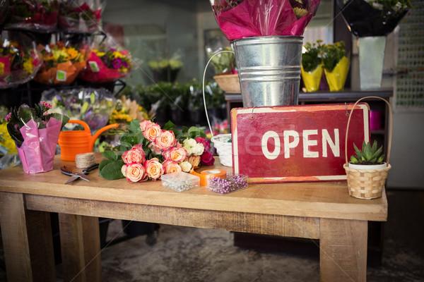 Open houten tafel business bloemen steeg Stockfoto © wavebreak_media