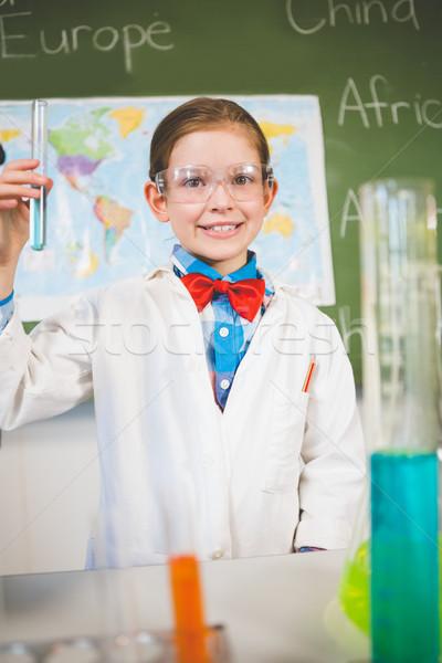 Retrato aluna químico experiência laboratório escolas Foto stock © wavebreak_media