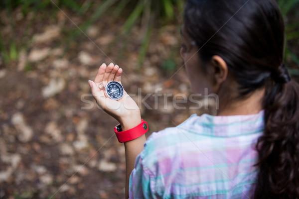 女性 ハイカー 見える コンパス 森林 旅行 ストックフォト © wavebreak_media