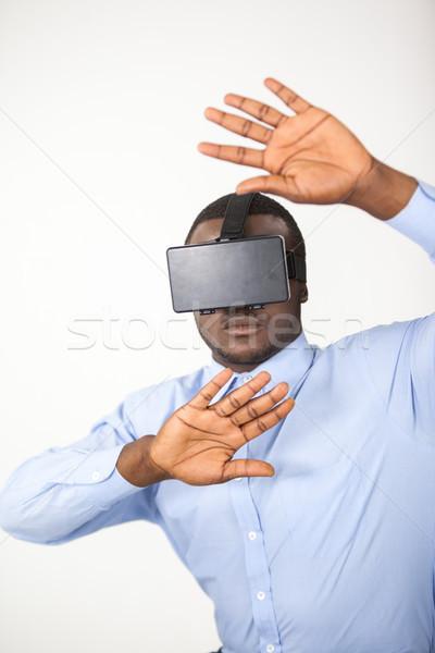 Man virtueel realiteit hoofdtelefoon witte leuk Stockfoto © wavebreak_media