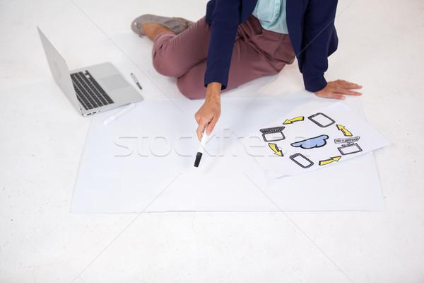 Femme d'affaires graphique icônes blanche ordinateur stylo Photo stock © wavebreak_media