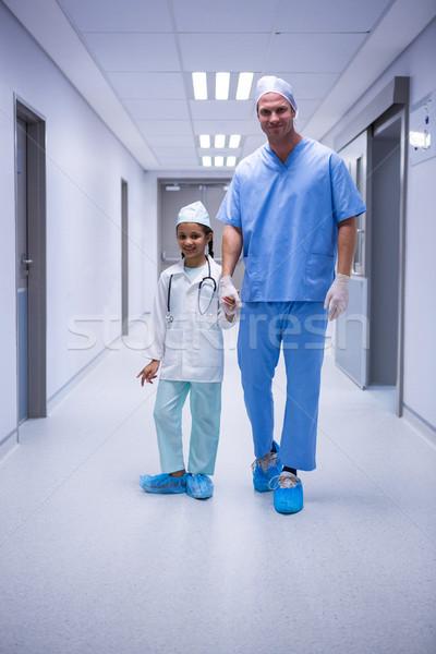портрет врач девушки Постоянный коридор больницу Сток-фото © wavebreak_media